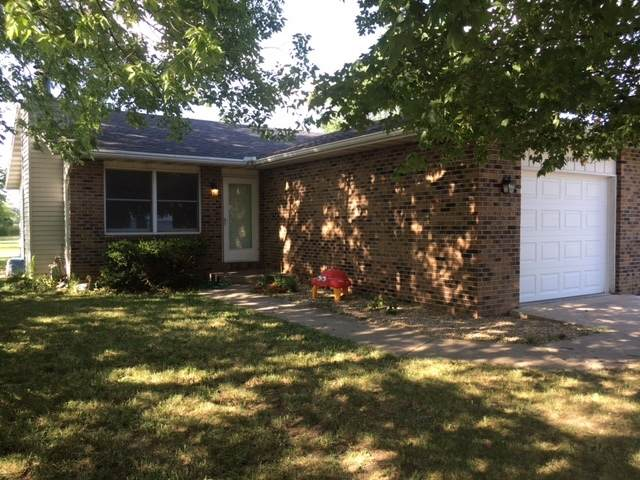 1040 W Dresden Drive, Morris, IL 60450 (MLS #10718701) :: Ryan Dallas Real Estate