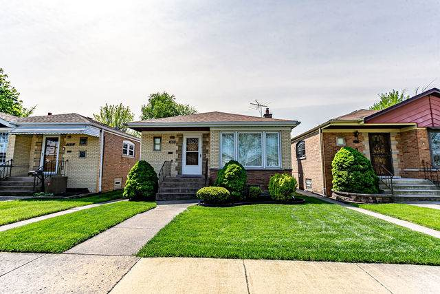 5805 W 63rd Place, Chicago, IL 60638 (MLS #10720699) :: The Mattz Mega Group