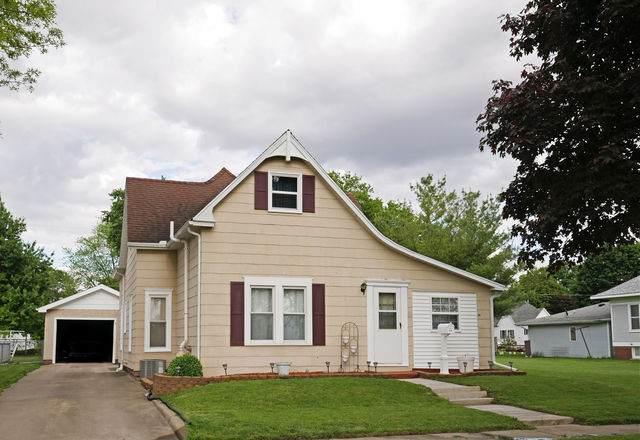 5 N Richman Street, VILLA GROVE, IL 61956 (MLS #10723853) :: Jacqui Miller Homes