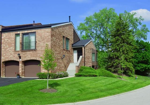 2S679 Gloucester Way W, Oak Brook, IL 60523 (MLS #10724284) :: Lewke Partners