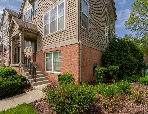 202 Wildflower Street, Des Plaines, IL 60016 (MLS #10725850) :: The Spaniak Team