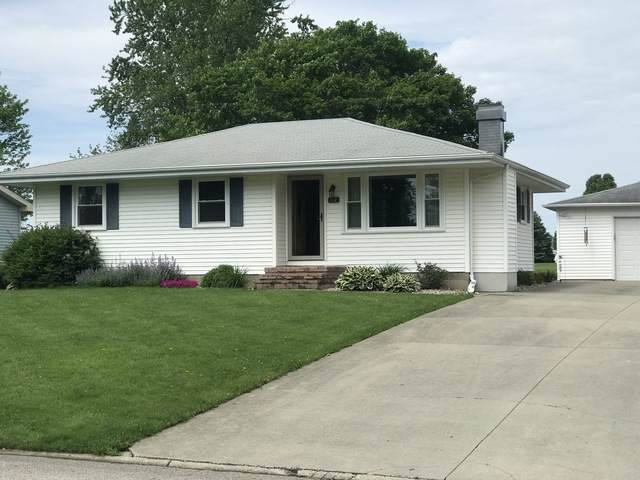 130 Hilton Drive, Lexington, IL 61753 (MLS #10726631) :: Littlefield Group