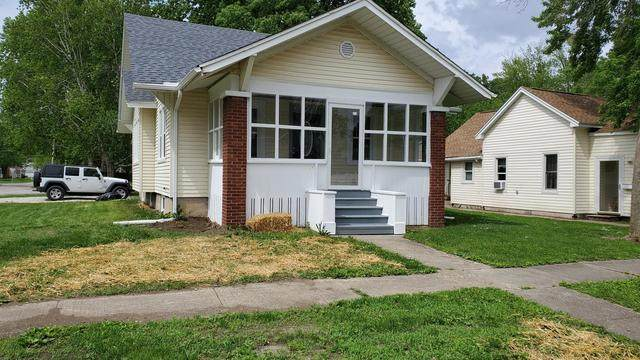 300 E Pembroke Street, Tuscola, IL 61953 (MLS #10727412) :: Ryan Dallas Real Estate