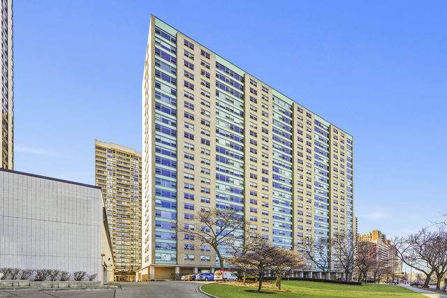 3180 N Lake Shore Drive 19E, Chicago, IL 60657 (MLS #10729987) :: Angela Walker Homes Real Estate Group