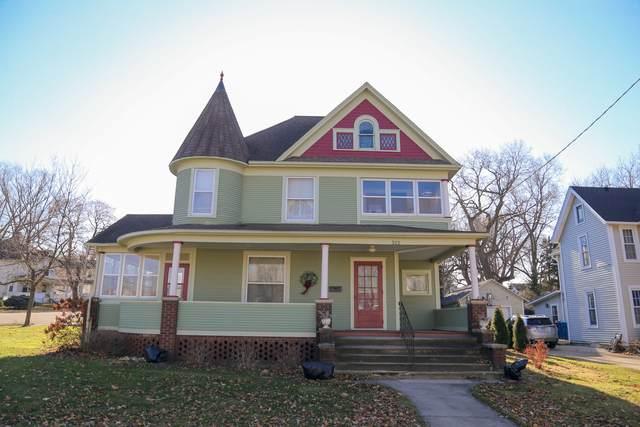 322 E 3rd Street, Dixon, IL 61021 (MLS #10731469) :: Lewke Partners
