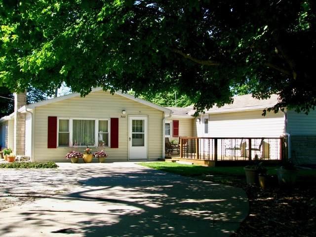 302 W Main Street, OAKLAND, IL 61943 (MLS #10733613) :: John Lyons Real Estate