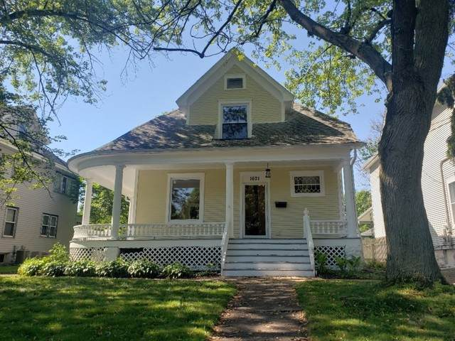 1621 E State Street, Rockford, IL 61104 (MLS #10734542) :: Lewke Partners