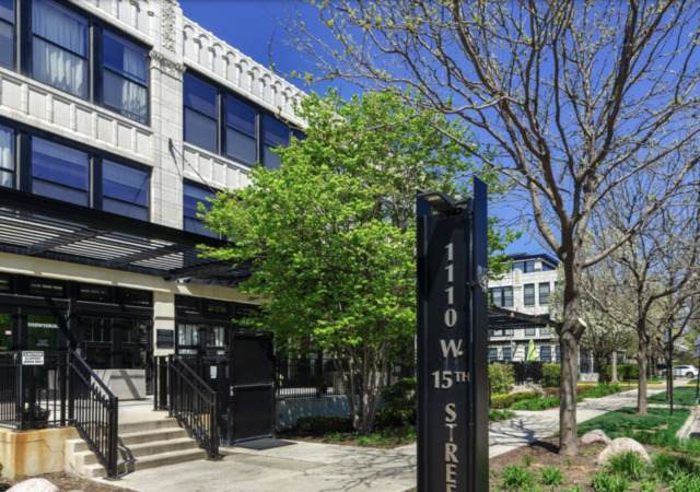 1110 W 15th Street #113, Chicago, IL 60608 (MLS #10752516) :: Property Consultants Realty