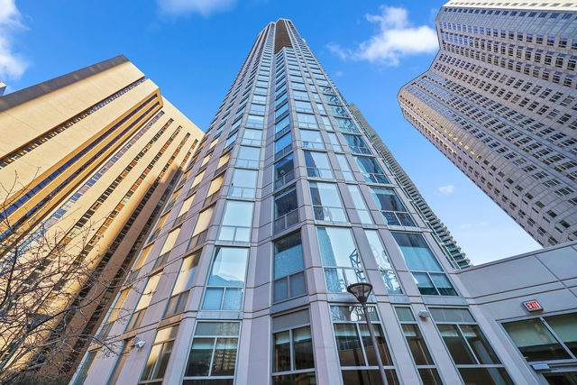 222 N Columbus Drive #301, Chicago, IL 60601 (MLS #10753631) :: Property Consultants Realty