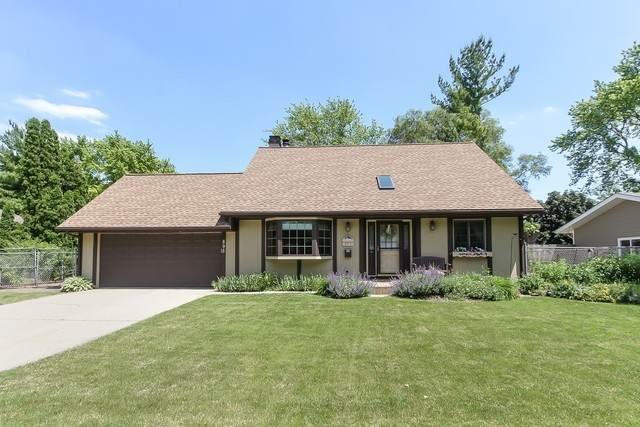 895 Teverton Lane, Crystal Lake, IL 60014 (MLS #10753972) :: Property Consultants Realty