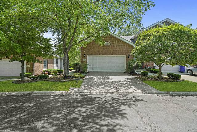14555 Club Circle Drive, Oak Forest, IL 60452 (MLS #10757630) :: The Wexler Group at Keller Williams Preferred Realty