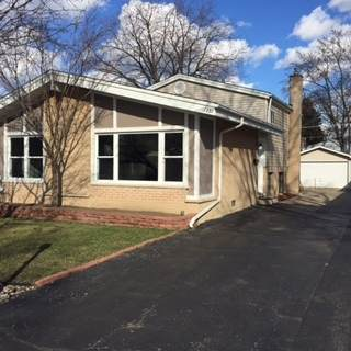 1351 S Highland Avenue, Arlington Heights, IL 60005 (MLS #10764356) :: Property Consultants Realty