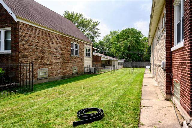 8510 S Oglesby Avenue, Chicago, IL 60617 (MLS #10766453) :: John Lyons Real Estate