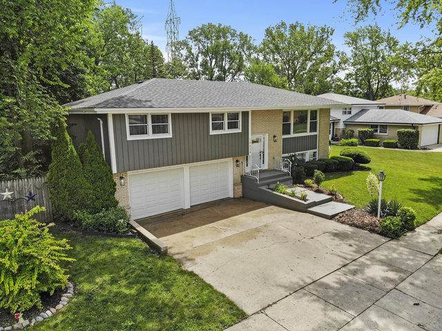 10639 S Vicky Lane, Palos Hills, IL 60465 (MLS #10767384) :: Property Consultants Realty