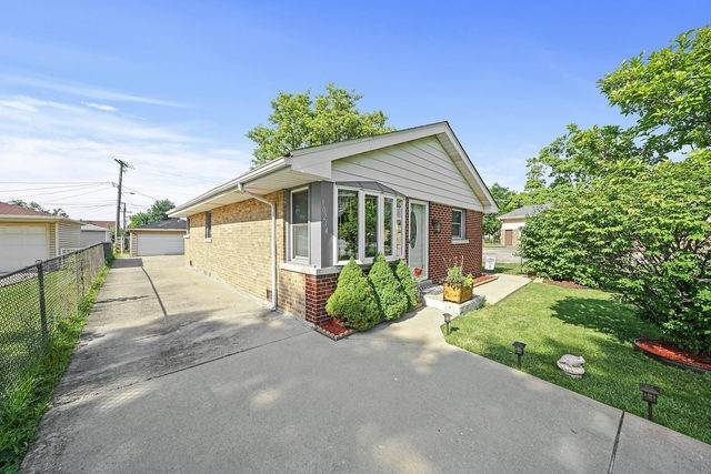 10214 Pacific Avenue, Franklin Park, IL 60131 (MLS #10769149) :: Property Consultants Realty