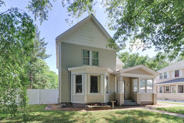 206 W 4th Street, Delavan, IL 61734 (MLS #10769357) :: Angela Walker Homes Real Estate Group