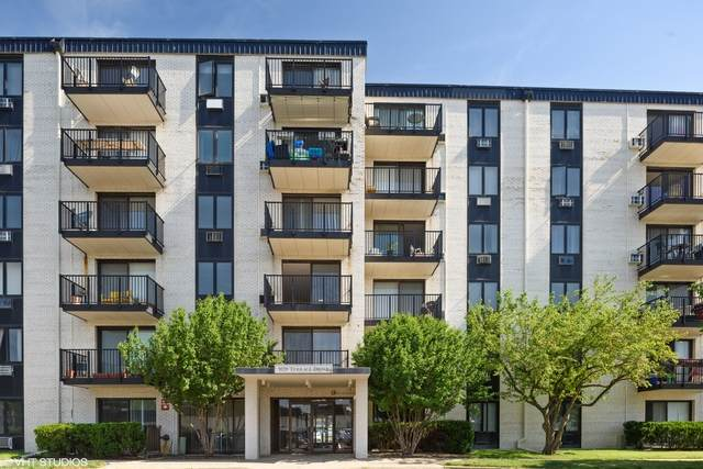 9128 W Terrace Drive 3G, Niles, IL 60714 (MLS #10770629) :: Helen Oliveri Real Estate