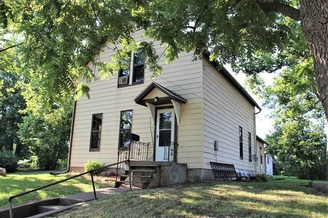 829 7th Avenue, Fulton, IL 61252 (MLS #10772435) :: Helen Oliveri Real Estate