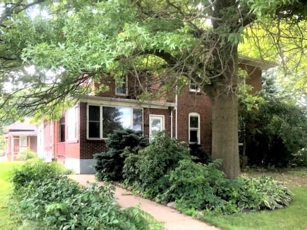 311 8th Avenue, Sterling, IL 61081 (MLS #10772449) :: Helen Oliveri Real Estate