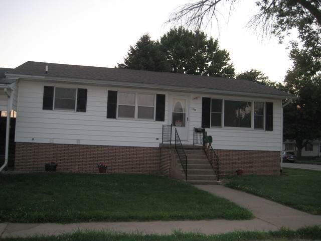 1300 7th Street, Fulton, IL 61252 (MLS #10772980) :: O'Neil Property Group