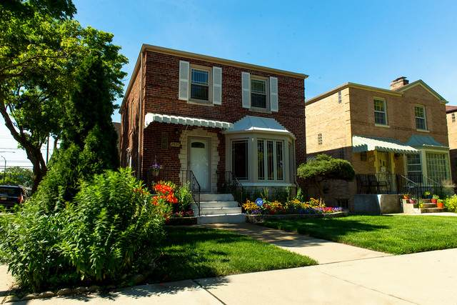 2801 W Greenleaf Avenue, Chicago, IL 60645 (MLS #10773898) :: Property Consultants Realty
