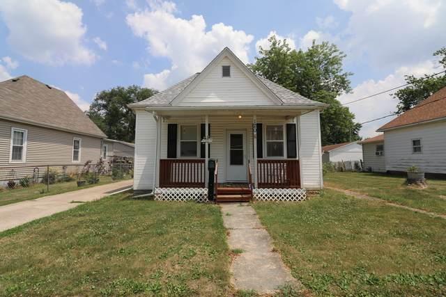 120 S Wilson Street, CLINTON, IL 61727 (MLS #10774258) :: Janet Jurich
