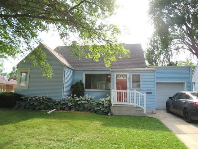 1713 Ave C, Sterling, IL 61081 (MLS #10777385) :: Helen Oliveri Real Estate