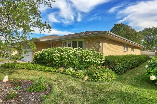 1811 E Seminole Lane, Mount Prospect, IL 60056 (MLS #10782809) :: Helen Oliveri Real Estate