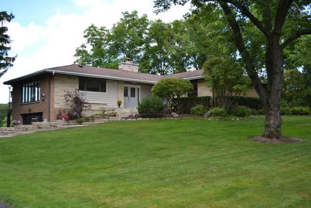 77 W Lake Shore Drive, Barrington, IL 60010 (MLS #10792449) :: Jacqui Miller Homes