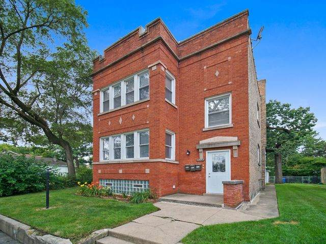12052 S Stewart Avenue, Chicago, IL 60628 (MLS #10792710) :: Ani Real Estate