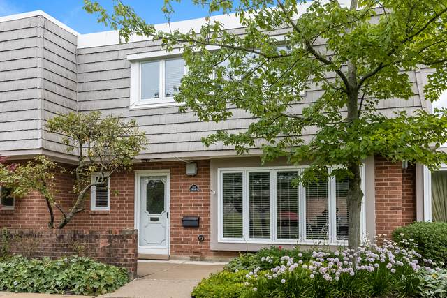 702 Lorraine Circle, Highland Park, IL 60035 (MLS #10792869) :: Littlefield Group