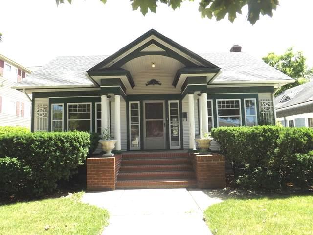 425 N Hough Street, Barrington, IL 60010 (MLS #10797334) :: BN Homes Group