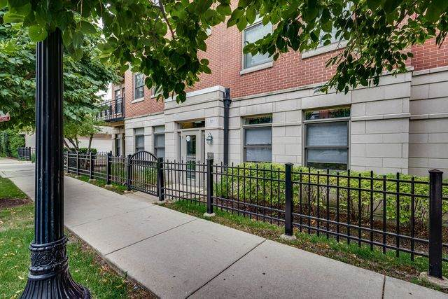757 W 14th Place 3A, Chicago, IL 60607 (MLS #10798809) :: Angela Walker Homes Real Estate Group
