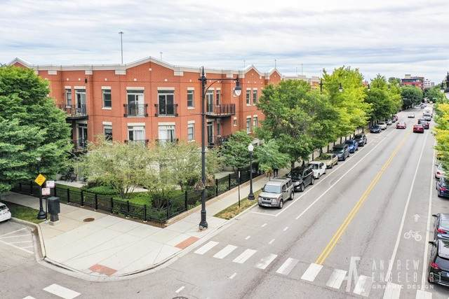 757 W 14TH Street 1B, Chicago, IL 60607 (MLS #10805226) :: Angela Walker Homes Real Estate Group