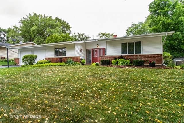6324 Bradley Drive, Woodridge, IL 60517 (MLS #10805393) :: Angela Walker Homes Real Estate Group