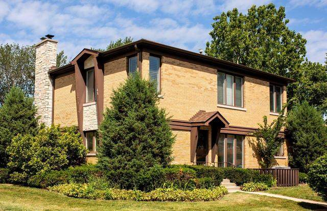 4250 W Chase Avenue, Lincolnwood, IL 60712 (MLS #10808380) :: John Lyons Real Estate