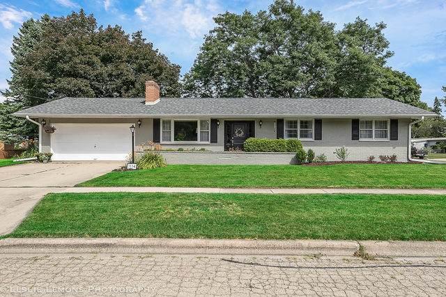 1114 Gifford Street, Dekalb, IL 60115 (MLS #10809658) :: John Lyons Real Estate
