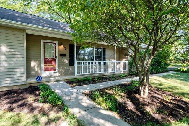 196 Lincoln Parkway, Crystal Lake, IL 60014 (MLS #10809784) :: Lewke Partners