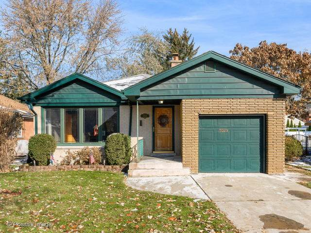 7029 N Caldwell Avenue, Chicago, IL 60646 (MLS #10811407) :: Angela Walker Homes Real Estate Group