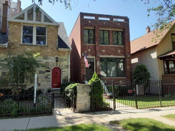 3526 N Marshfield Avenue, Chicago, IL 60657 (MLS #10811459) :: Lewke Partners