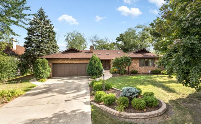 132 Post Road, Burr Ridge, IL 60527 (MLS #10813398) :: The Wexler Group at Keller Williams Preferred Realty
