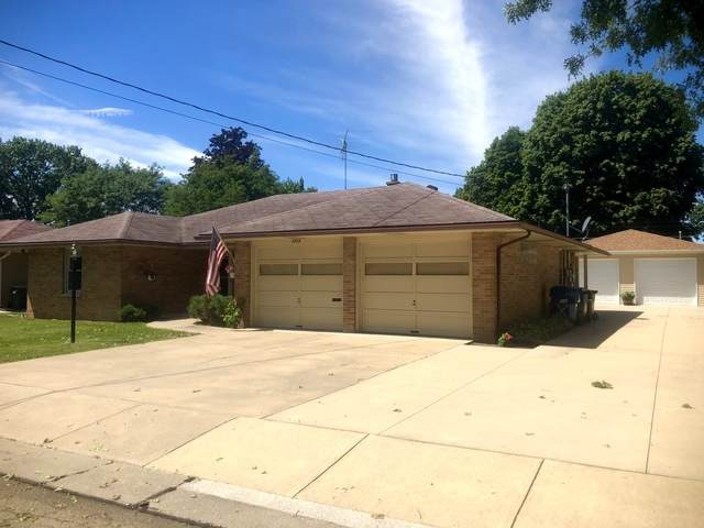 1711 Avenue C, Sterling, IL 61081 (MLS #10814513) :: Knott's Real Estate Team