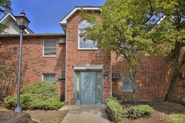 1374 Cunat Court 1C, Lake In The Hills, IL 60156 (MLS #10817860) :: Lewke Partners