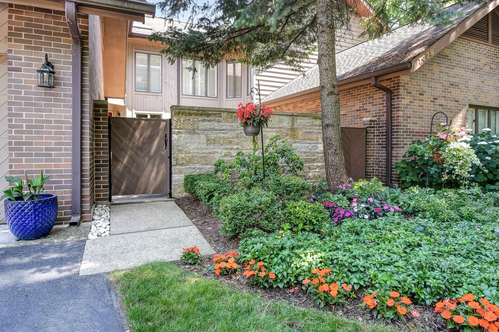 1431 Fox Lane 11E, Hinsdale, IL 60521 (MLS #10824849) :: John Lyons Real Estate