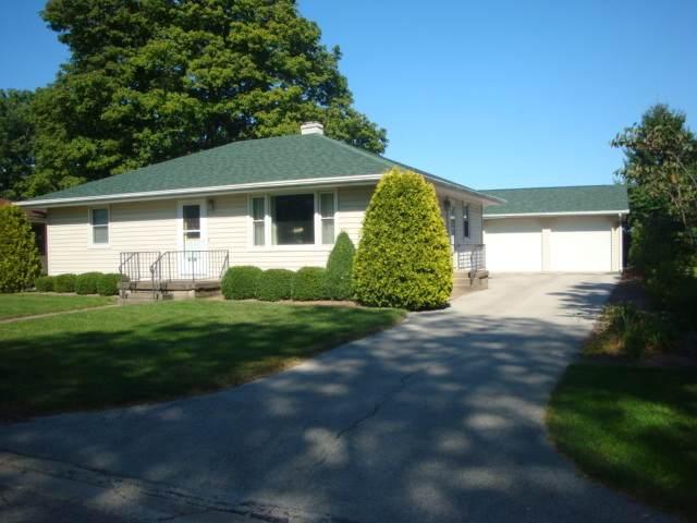 417 N 1st Street, Cissna Park, IL 60924 (MLS #10825617) :: John Lyons Real Estate