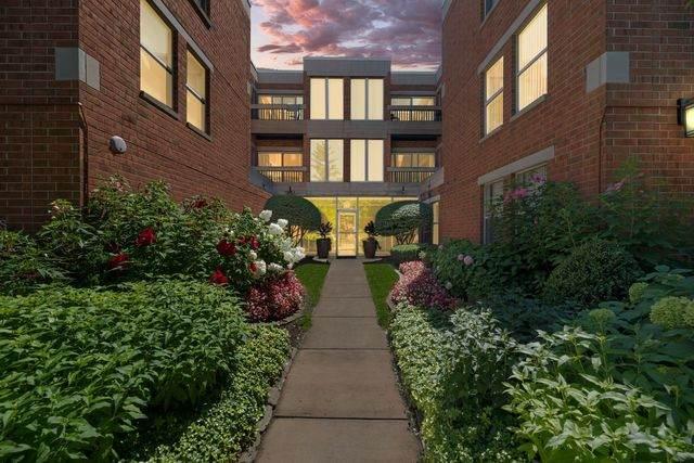 1925 Lake Avenue #202, Wilmette, IL 60091 (MLS #10826987) :: The Wexler Group at Keller Williams Preferred Realty