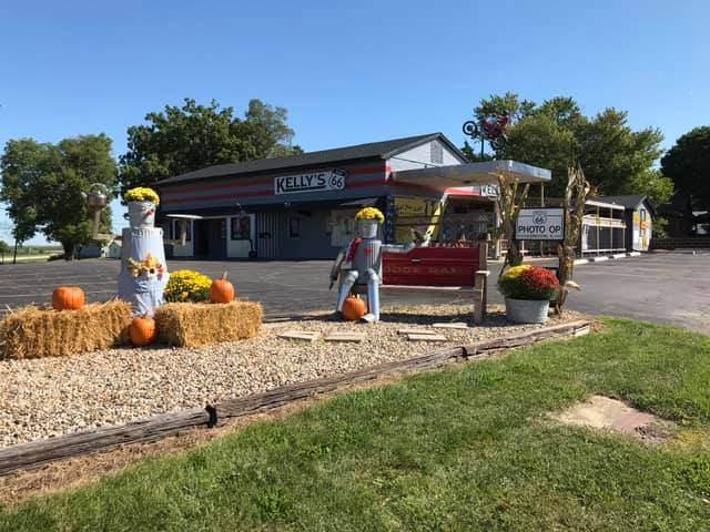 905 Main Street, Lexington, IL 61753 (MLS #10838138) :: Janet Jurich