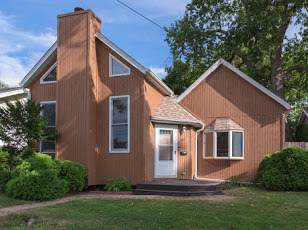 1618 E Oakland Avenue, Bloomington, IL 61701 (MLS #10839403) :: BN Homes Group