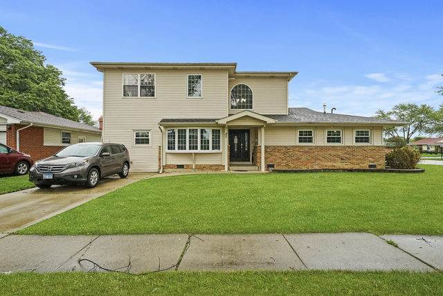 87 Forest Lane, Elk Grove Village, IL 60007 (MLS #10853461) :: Lewke Partners