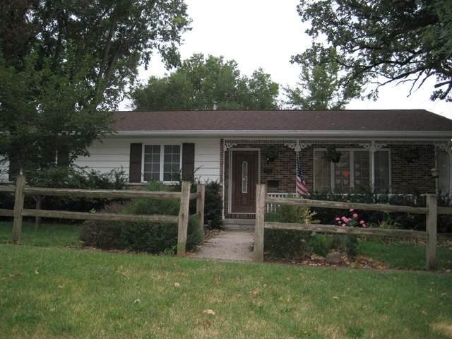 812 10th Avenue, Fulton, IL 61252 (MLS #10854991) :: Littlefield Group